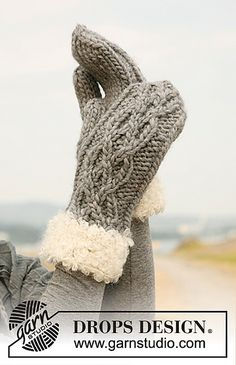 "Rocky Mountain - Set consists of: Knitted DROPS hat and mittens in ""Eskimo"" or ""Andes"" with fur edge in ""Puddel"". - Free pattern by DROPS Design Knitted Mittens Pattern, Crochet Mittens, Knitted Gloves, Knitting Socks, Knitting Patterns Free, Free Knitting, Free Pattern, The Mitten, Drops Design"