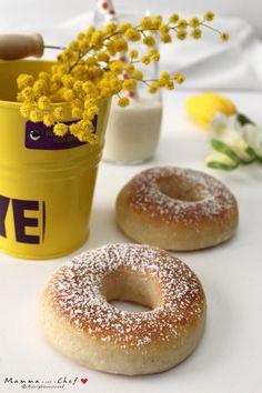 I Donuts, o Doughnuts, sono ciambelle morbide e fritte, ricoperte con glasse colorate. I miei Donuts al forno, senza burro e uova, sono leggerissimi!