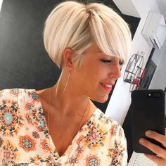 Short Hairstyles For Blondes - Likeeed Girls Short Haircuts, Short Bob Hairstyles, Pretty Hairstyles, Blonde Hairstyles, Short Hair With Layers, Short Hair Cuts, Short Hair Styles, Short Blonde, Blonde Hair Looks