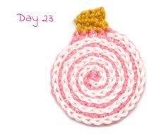 Yarnplaza Advent CALendar Day 23: The Flat Bauble - free crochet pattern in English, Dutch or German.