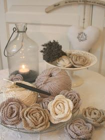 Crochet Roses Awesome crocheted flowers from an amazing German artist named Anita! - Oh, I so happy! I finally learnt how to crochet those wonderful little roses! Mode Crochet, Knit Or Crochet, Crochet Crafts, Yarn Crafts, Crochet Stitches, Crochet Patterns, Diy Crafts, Single Crochet, Knitted Hat