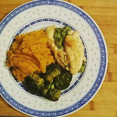 Dinner tonight is spinach cream cheese stuffed chicken with mashed sweet potato and roasted broccoli! Absolutely delish and then it's time for my guilty pleasure the walking dead love Monday nights  #10weekchallengenz