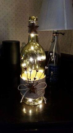 Botella de vino primitivo luz por MelsRecycleCreations en Etsy
