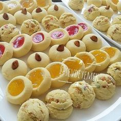 Pastane Kurabiyesi (Un Kurabiyesi) Tarifi Pastane Kurabiyesi (Un Kurabiyesi) Tarifi Moroccan Desserts, Delicious Desserts, Yummy Food, Cookie Time, Turkish Recipes, Frozen Yogurt, Food Design, Biscuits, No Cook Meals