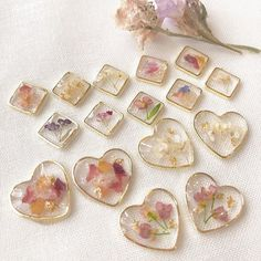 Diy Resin Art, Diy Resin Crafts, Diy Crafts To Sell, Resin Jewelry Tutorial, Resin Jewelry Making, Diy Resin Furniture, Resin Charms, Arts And Crafts, Handmade