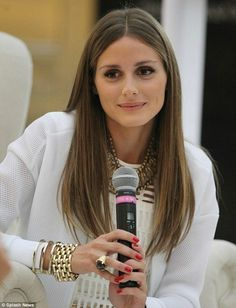 Voluminous curls, sleek centre parts, edgy bobs and creative upstyles are just a few of perfect hair looks that Olivia has sported over the years. Click through our collection of Olivia Palermo's most flawless hair looks to date. Estilo Olivia Palermo, Olivia Palermo Hair, Olivia Palermo Lookbook, Olivia Palermo Style, Cut My Hair, Hair Cuts, Straight Hairstyles, Cool Hairstyles, Fashion Vestidos