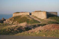 Guernsey: Fort Pezeries   (Sarnia G, Sep 2007)