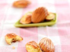 Madeleines light Hamburger, Bread, Food, Madeleine Recipe, Sweet Recipes, Meal, Hamburgers, Essen, Hoods