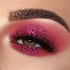 Pink Eye Makeup Looks, Pink Eyeshadow Look, Sparkly Makeup, Bright Eyeshadow, Colorful Eye Makeup, Eye Makeup Art, Pink Makeup, Smokey Eye Makeup, Eyeshadow Makeup