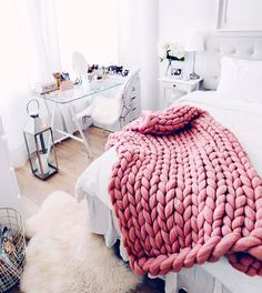 "803 Gostos, 9 Comentários - Marianna Mäkelä (@mariannnan) no Instagram: ""Bedroom details In love with my new chunky blanket! """
