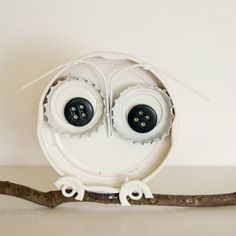 Used recycled bottle caps and buttons to makes an adorable owl - can imagine several in a row.