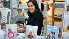 Kátinha apresentando o trabalho de sua mãe,Cenilza.