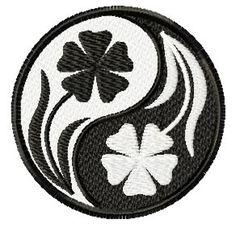 Yin Yang Flowers I love this! Ying Yang Symbol, Ying Y Yang, Yin Yang Art, Love Drawings, Art Drawings, Pebeo Vitrail, Yin Yang Tattoos, Zentangle Patterns, Halloween Art
