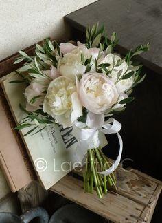 Olive and peony bouquet White Wedding Bouquets, Wedding Flower Arrangements, Bride Bouquets, Bridesmaid Bouquet, Floral Wedding, Flower Bouquet Boxes, Peonies Bouquet, Wedding Venue Decorations, Flower Decorations