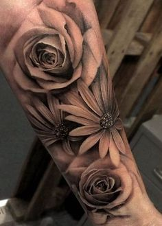 ▷ 1001 flower tattoo ideas and information on their meaning - tattoo . - ▷ 1001 flower tattoo ideas and information on their meaning – tattoo meaning, black gray tattoo - Small Flower Tattoos, Flower Tattoo Arm, Girly Tattoos, Flower Tattoo Designs, Unique Tattoos, Beautiful Tattoos, Black Tattoos, Body Art Tattoos, Black And Grey Tattoos Sleeve