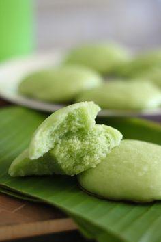 1/10 successful 😋👧👦 gula malacca hee pan Steamed Sponge Cake Recipe, Steamed Cake, Sponge Cake Recipes, Cookie Recipes, Steamed Meat, Steamed Buns, Xi Pan, Bean Flour, Brownie Toppings