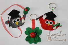 Bomboniere LAUREA di LaughLauCreActions su Etsy Felt Keychain, Paper Quilling, Graduation Gifts, Felt Crafts, Ivy, Amigurumi, Bookmarks, Creative Crafts, Keychains