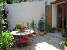 Location vacances appartement St Paul en Forêt: TERRASSE BARBECUE ENTREE INDEPENDANTE PAR PORTILLON DIGICODE