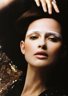 Lashings of Luxury, Photographer: Gavin O'Neill, Make-Up: Kakuyasu Uchiide, Models: Valerija Erokhina, Louise van de Vorst