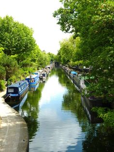 Little Venice, London...Reminds me of some of the most beautiful Sunday walks I have had the year that passed! <3