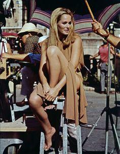 James Bond, Ursula Andress, Divas, Bond Girls, Happy Women, Vintage Hollywood, Classic Beauty, Ladies Day, Beautiful Actresses