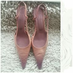 🍭Sweet Deal🍭SAKS 5th Ave Two tone sling back kitten heel exclusive to Saks 5th Ave, Italian Leather, gently worn pristine condition Size is 8N (Narrow) Saks Fifth Avene Shoes
