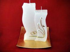 Candle & Rings - Hochzeitskerzen Doppeldocht Welle klein Gerne können wir Ihnen die Hochzeitskerze auch individuell beschriften.  Für die individuelle Beschriftung ( Vorname und Datum ) werden Wachsbuchstaben und Zahlen mit einer Größe von 8 mm in gold oder silber verwendet. Candles, Gold, Wave, Numbers, Silver, Candy, Candle Sticks, Candle, Yellow