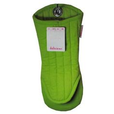 Keep your hands safe when handling hot pots and pans with a Delicious Kitchen Cotton Oven Mitt.