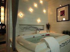 Huge bath tub!