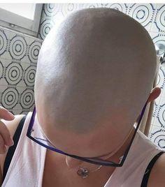 Bald Head Women, Shaved Head Women, Short Grey Hair, Short Hair Styles, Summer Haircuts, Bald Girl, Extreme Hair, Shaved Hair, Half Shaved
