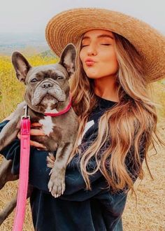 Sarah Betts with her dog as seen in May Sarah Betts, Endorsed Brand, Garage Clothing, Photoshoot Style, Insta Ideas, Social Media Stars, Old Video, Stylish Girl Images, Hair Color Dark