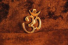 Brass Om pendant about in length from top to bottom. OM or AUM is an ancient sanskrit word meaning the sound of the universe and is often used for chanting, meditation and visualization. Indian Meditation, Pixie Outfit, Om Pendant, Sanskrit Words, Hippie Outfits, Yoga Jewelry, Indian Ethnic, Antique Gold, Spirituality