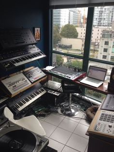 ✅ Live in an apartment and have no space for a home studio? Check out these 11 awe-inspiring home studio ideas for small apartments - Great ideas for how to set up a music studio in an apartment or small space! Home Studio Setup, Music Studio Room, Studio Desk, Studio Furniture, Basement Studio, Studio Spaces, Home Music, Recording Studio Design, Diy Home