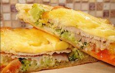 Открытые пироги с начинкой – это обалденная горячая закуска, на приготовление которой у вас уйдет всего 20 минут времени. Начинка в них изумительная: уверена, вы еще точно ни разу не пробовали.Представьте: сочные овощи в заливке из сметаны, яиц и горчицы. Сверху это великолепие накрыто кусочком...