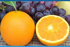 Você está sabendo da novidade? O Ministério da Agricultura, Pecuária e Abastecimento irá elevar o percentual mínimo de suco de fruta nos néctares de uva e laranja. Agora só pode chamar de suco se for 100% suco mesmo. É porque esses produtos industrializados geralmente são chamados de néctar. Saiba mais sobre essa classificação e como isso pode melhorar a sua saúde.