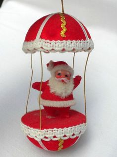 vintage Santa Claus in hot air balloon ornament, 5 inches