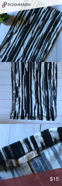 Black & White Forever 21 bodycon midi skirt Black & white printed bodycon midi skirt from Forever 21. Forever 21 Skirts Midi