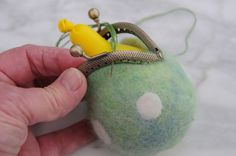 Free felting tutorials - how to make a coin purse using a polystyrene ball, a ba. Free felting tutorials - how to make a coin purse using a polystyrene ball, a balloon and a lovely metal curved purse frame. Purse Tutorial, Felt Tutorial, Needle Felting Tutorials, Felt Purse, Wet Bag, Felted Slippers, Felt Patterns, Vintage Purses, Nuno Felting