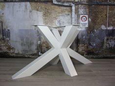 Stoere robuuste met de handgemaakte industriele tafelpoten, model matrix (3d kruispoot) tafelonderstel wit