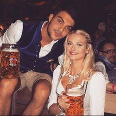 Germanys Next Topmodel Darya in ihrem Angermaier Dirndl auf der Wiesn #TrachtenAngermaier #Angermaier