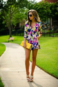 Super cute printed romper, wedges, and a bright yellow clutch #summerlook