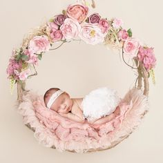 This is one of my most requested poses but what can I say it is just perfect with every little princess . Foto Newborn, Newborn Baby Photos, Newborn Shoot, Newborn Pictures, Baby Girl Newborn, Baby Shooting, Shooting Photo, Foto Montages, Baby Girl Images