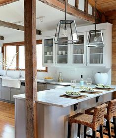 Superior Beach Kitchen Design Part 4 - Rustic Beach House Kitchen Design Rustic Kitchen, New Kitchen, Kitchen Dining, Kitchen Decor, Kitchen Ideas, Kitchen Modern, Kitchen Colors, Rustic Pendant Lighting Kitchen, Rustic Lighting