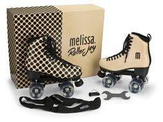 For Spring Summer 2016 MELISSA combines fashion and lifestyle to offer something completely new for the footwear brand: Melissa Roller Joy. The roller skates are inspired by a sporty way of life, a retro design made of synthetic material where half the Retro Roller Skates, Quad Roller Skates, Melissa Shoes, Rollers, Rolling Skate, E Skate, Inline Skating, Jelly Shoes, Skater Girls