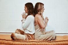 A Beginner's Guide to Kundalini Yoga Yoga kundalini meditation Meditation Meaning, Kundalini Meditation, Daily Meditation, Yoga Sequences, Yoga Poses, Corpse Pose, Relaxing Yoga, Yoga Journal, Yoga Retreat