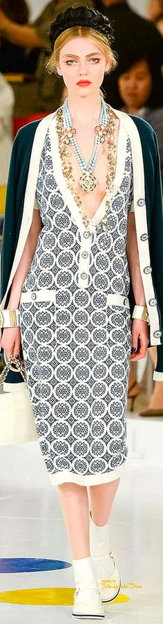 Chanel Resort 2016 - Ready-to-Wear Chanel Outfit, Chanel Dress, Chanel Fashion, Runway Fashion, Fashion Models, High Fashion, Womens Fashion, Fashion Trends, Chanel Cruise 2016
