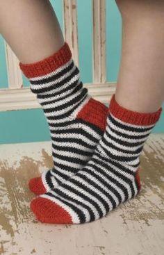 New knitting patterns free socks kids red hearts ideas Beginner Knitting Patterns, Knitting Designs, Knit Patterns, Knitting Machines For Sale, Loom Scarf, Striped Socks, Striped Mittens, Crochet Shoes, Kids Socks