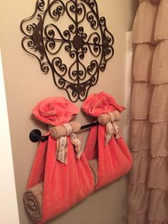 Great display for a guest bath - House ideas - Bathroom Towel Girl Bathroom Decor, Bathroom Towel Decor, Bathroom Design Small, Bath Decor, Bedroom Decor, Living Room Decor, Bathroom Ideas, Simple Bathroom, Home Decor Inspiration