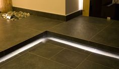 Ambienti perfettamente coordinati con la pavimentazione: Scalini e Gradoni a Sbalzo #KronosTecnica #InteriorDesign #Scalini
