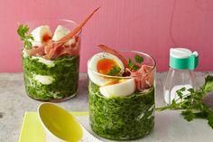 Ei im Glas auf Schinken und Spinat